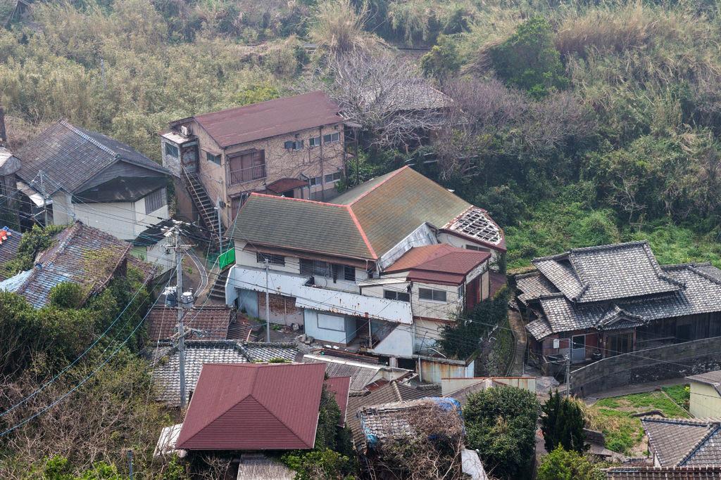 廃墟になった家々