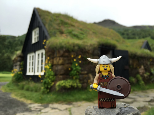 LEGO Collectible Minifigures Series 7 : Viking Woman