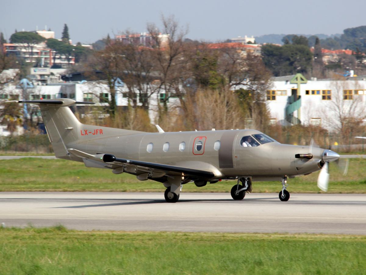 Aéroport de Cannes-Mandelieu [LFMD-CEQ] Mars 2015  16187002824_8c845481e5_o