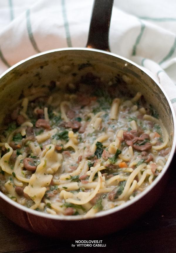 Pasta con legumi e spinaci