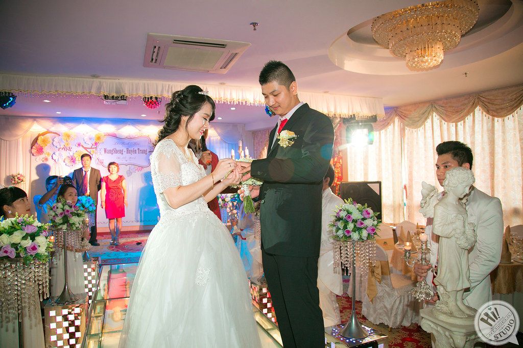 Chụp ảnh truyền thống và chụp ảnh phóng sự cưới