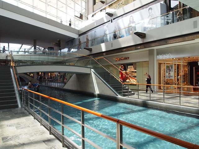 P4179012 The Shoppes at Marina Bay Sands(ザ・ショップス・アット・マリーナ・ベイ・サンズ)