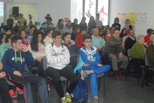 AionSur: Noticias de Sevilla, sus Comarcas y Andalucía 16848665336_41e6072279_d Jóvenes y mayores de Arahal comparten una mañana aprendiendo juntos Educación