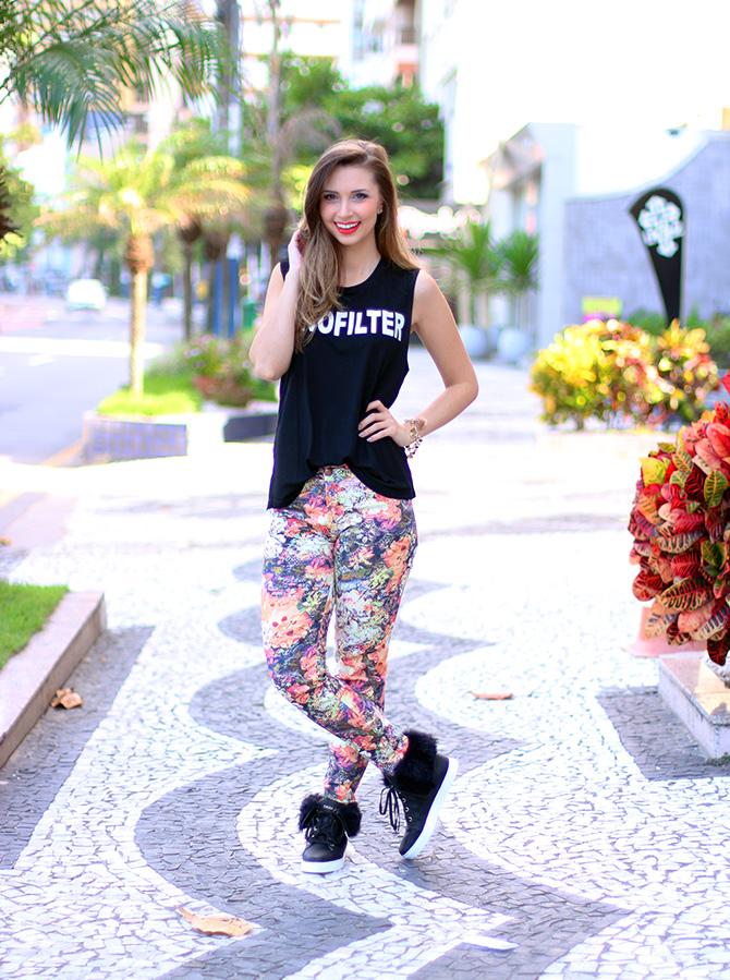 01-look doa dia calça estampa com tênis pelo petite jolie blog sempre glamour jana taffarel