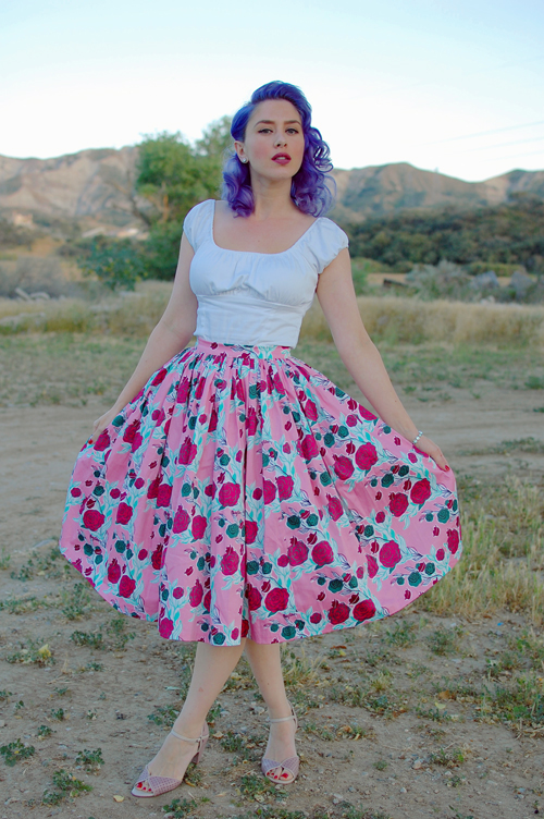 Pinup Girl Clothing Mary Blair Jenny skirt in Lips and Roses 010