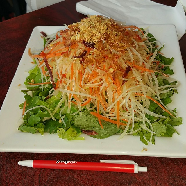 2016-May-13 Mr. Red Cafe - #3 Green papaya salad