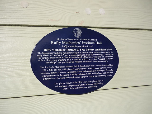 Photo of Ruffy Mechanics' Institute Hall blue plaque
