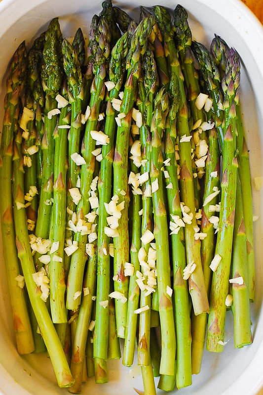 asparagus with olive oil and garlic, best roasted asparagus, how to cook asparagus
