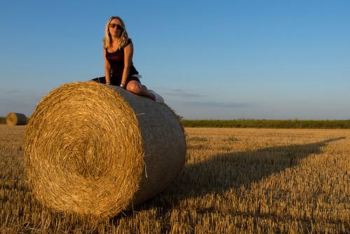 girls summer field straw olympusxz2