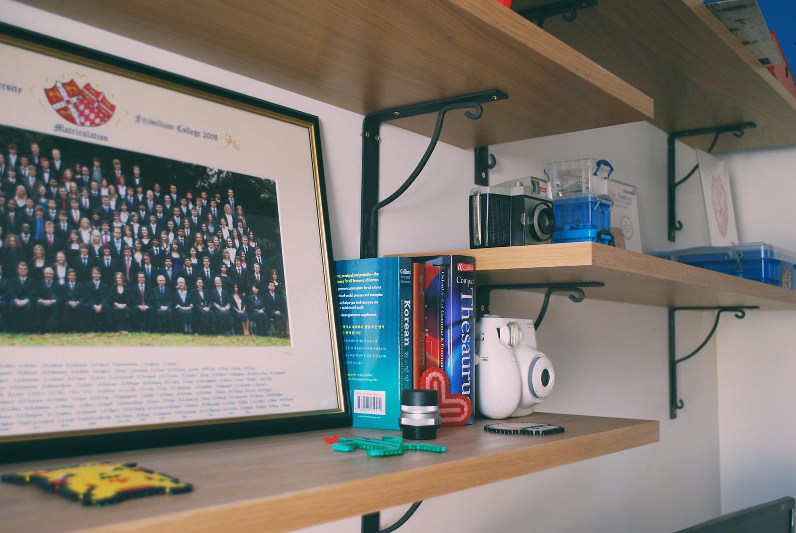 minimalist clutter interior