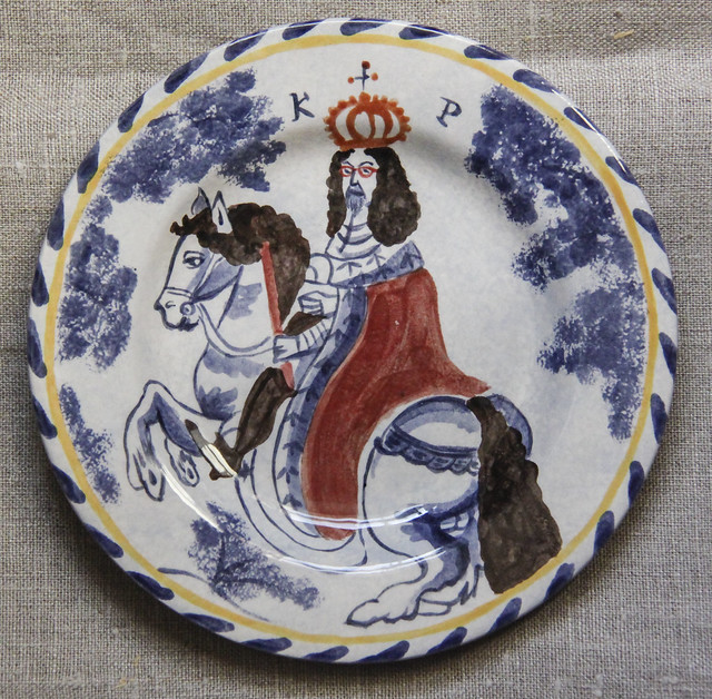 Mock-delft  hand-painted 16cm plate