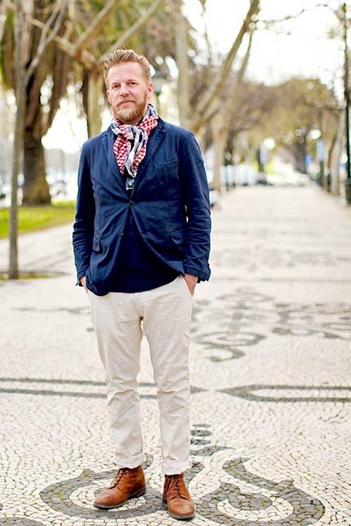 紺ジャケット×白パンツ