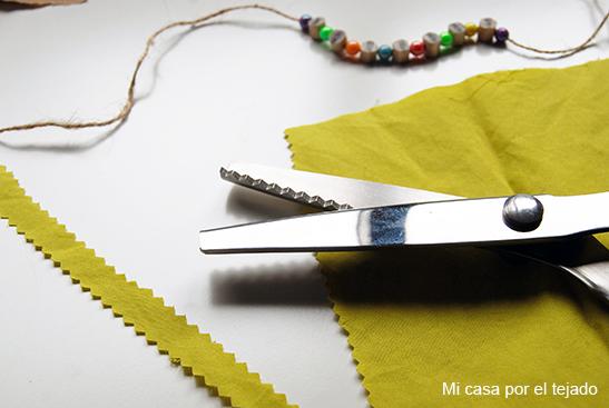 DIY Pulsera con trozos de lápiz y abalorios