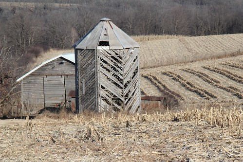 Mount Hope, Wi- Wooden corn bin & shed