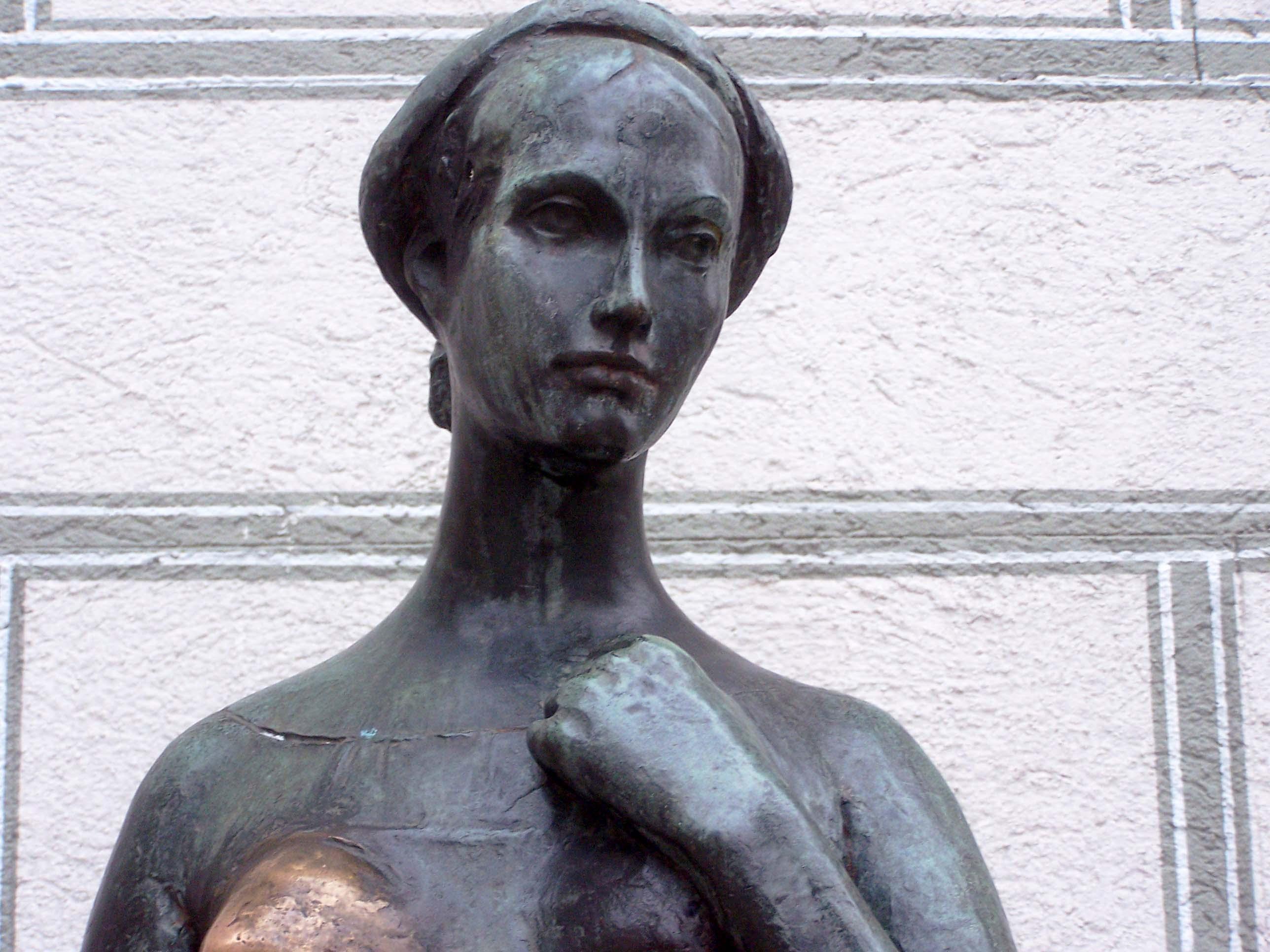 Julia-Statue in München, 1974, Portrait
