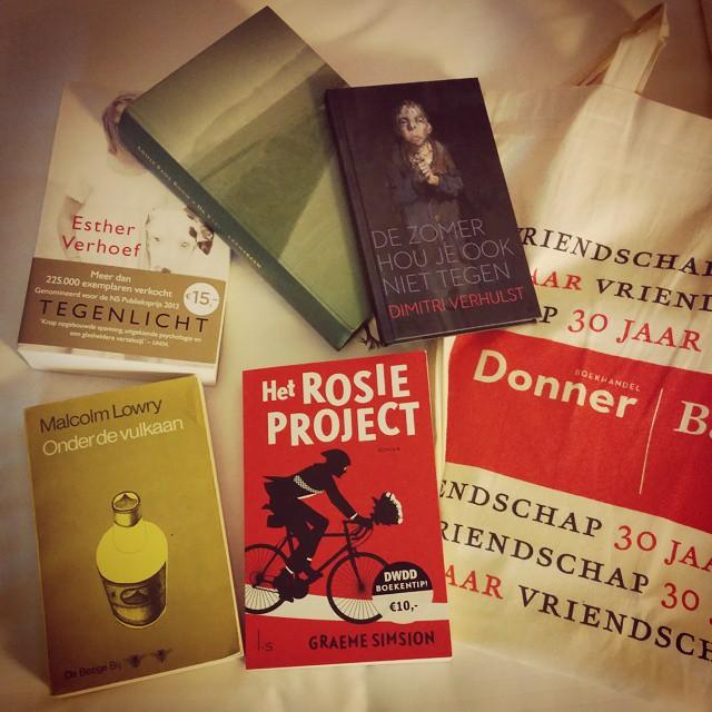 In het #boekenwalhalla 4 boeken gekocht + een gratis Dimitri Verhulst voor de #boekenweek. #boekenwurmhappy