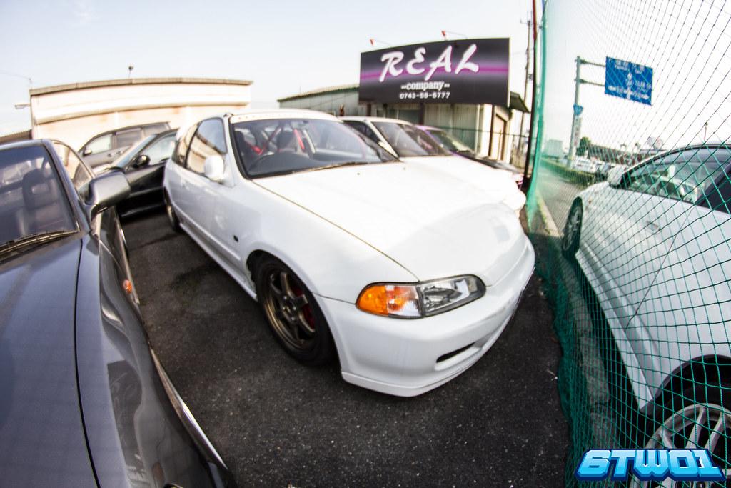 white car black wheels