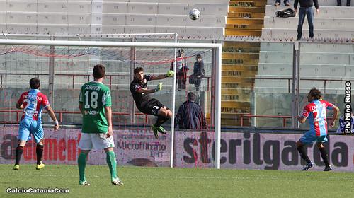 Catania-Avellino 1-0: Con le unghie, i denti e super-Terracciano$