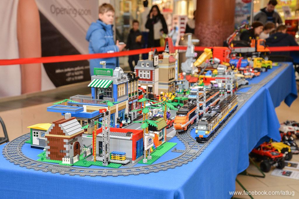 Latlug LEGO city display 2015.04.03 - LEGO Town - Eurobricks Forums