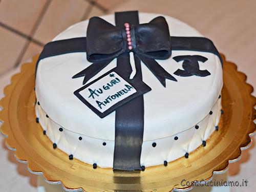Torte - 56 - Torta Pacco regalo Chanel