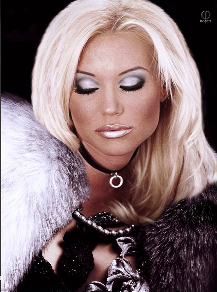 Kyra Banx - Model page