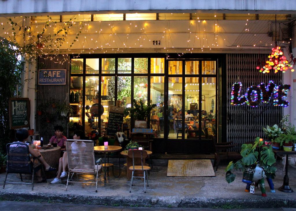 Guide to Jalan Besar & Lavender: Aeiou Cafe