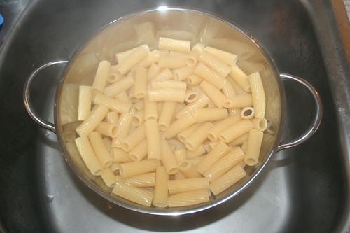 21 - Nudeln abtropfen lassen / Drain noodles