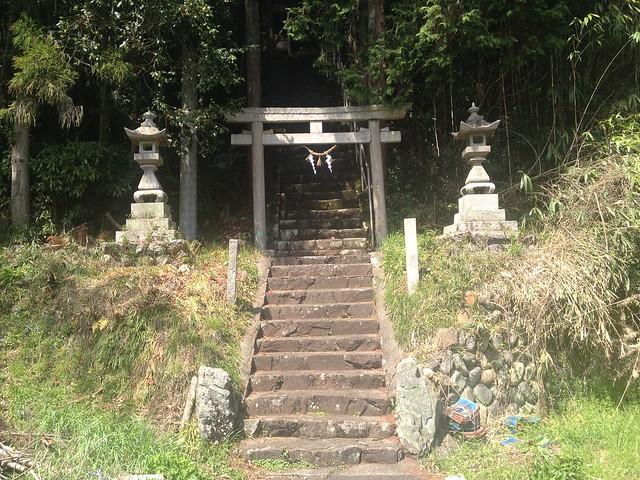 茶臼山 唐松神社