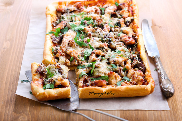 Mushrooms and chicken tart