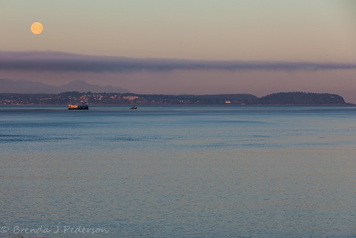 blue cloud moon mist water fog march washington ship whidbeyisland porttownsend wa pugetsound tug olympicmountains 2015 culinaryfool 70200mm28 admiralitybay brendajpederson