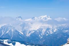 plateau(0.0), mountain(1.0), winter(1.0), piste(1.0), snow(1.0), mountain range(1.0), summit(1.0), ridge(1.0), massif(1.0), panorama(1.0), mountainous landforms(1.0),