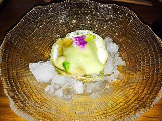 Ostra con gel de emoliente y espuma de wasabi