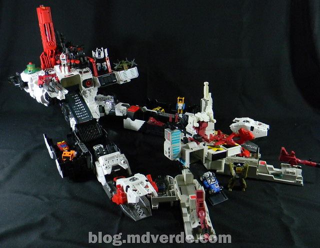 Transformers Metroplex - Generations Titan SDCC Exclusive - modo base vs Metroplex G1 & Minibots