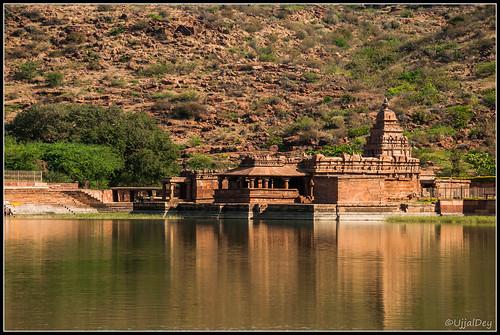 lake reflection temple pond ancient ruin karnataka badami ujjal ujjaldey agasthyalake ujjaldeyin bhoothnathtemple chlukyadynasty