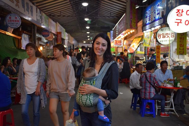 Comprando en el mercado de Gwangju.