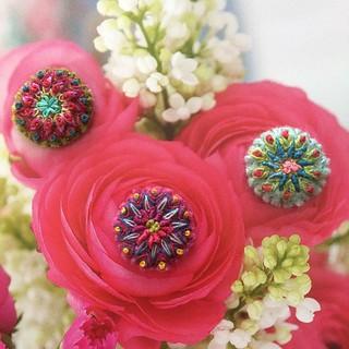 In my garden😉 #embroidery #bordado #broderie #roses #flowers #circles #letztenachterblüht #stickerei #handmade #flowkleinefreuden