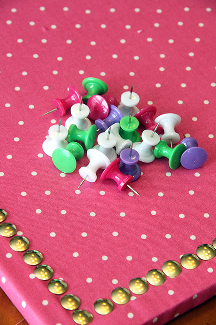 Create_Push-pins-in-matching-colors