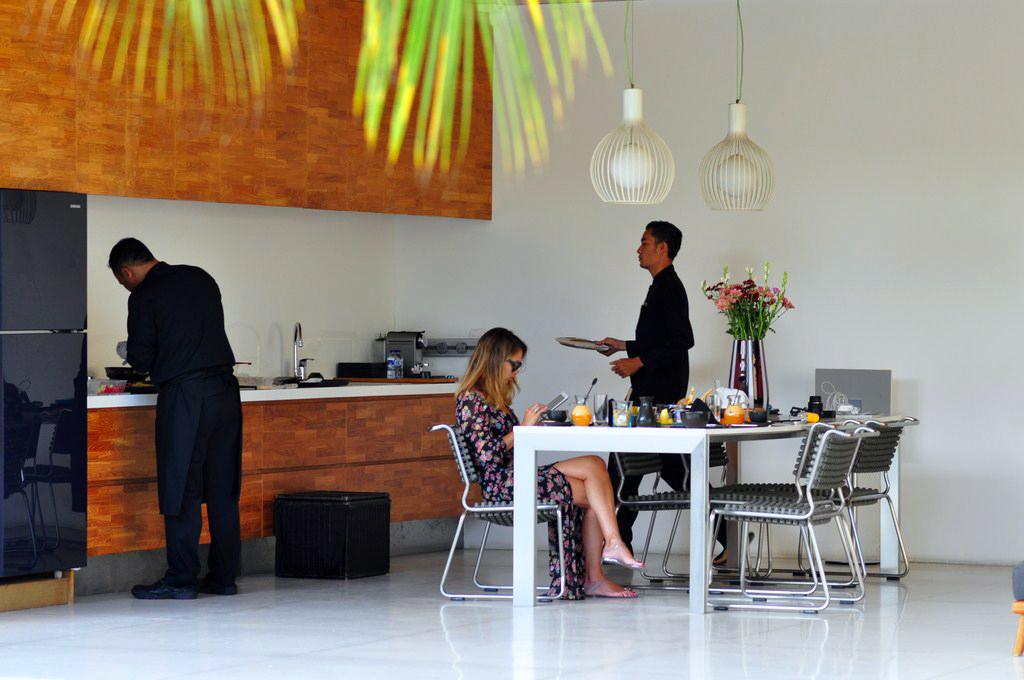 Nuestro lujoso servicio de desayuno en la propia villa (Bali - Indonesia) Equipamientos que hacen más fácil nuestra estancia de vacaciones - 16919656715 1d8439705b b - Equipamientos que hacen más fácil nuestra estancia de vacaciones