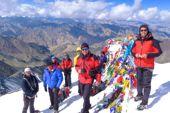 Indien, Besteigung Stok Kangri. Auf dem Gipfel des Stok Kangri, 6150 m. Foto: Günther Härter.