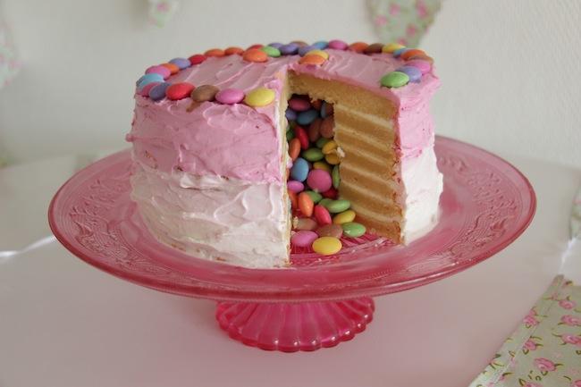 Piñata_cake_aux_smarties_27