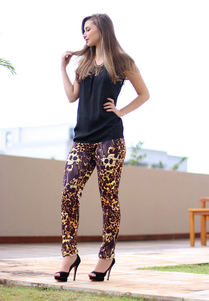2-lookdodia calça estampada e blusa preta