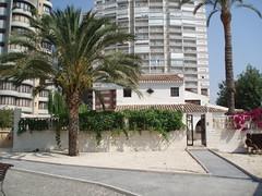 Exclusivo chalet independiente en Benidorm. Solicite más información a su inmobiliaria de confianza en Benidorm  www.inmobiliariabenidorm.com