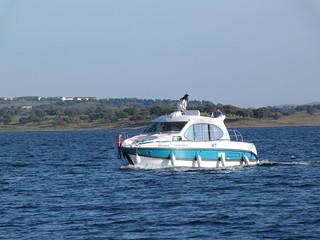 Barco-casa de Amieira Marina en el Lago Alqueva (Alentejo, Portugal)