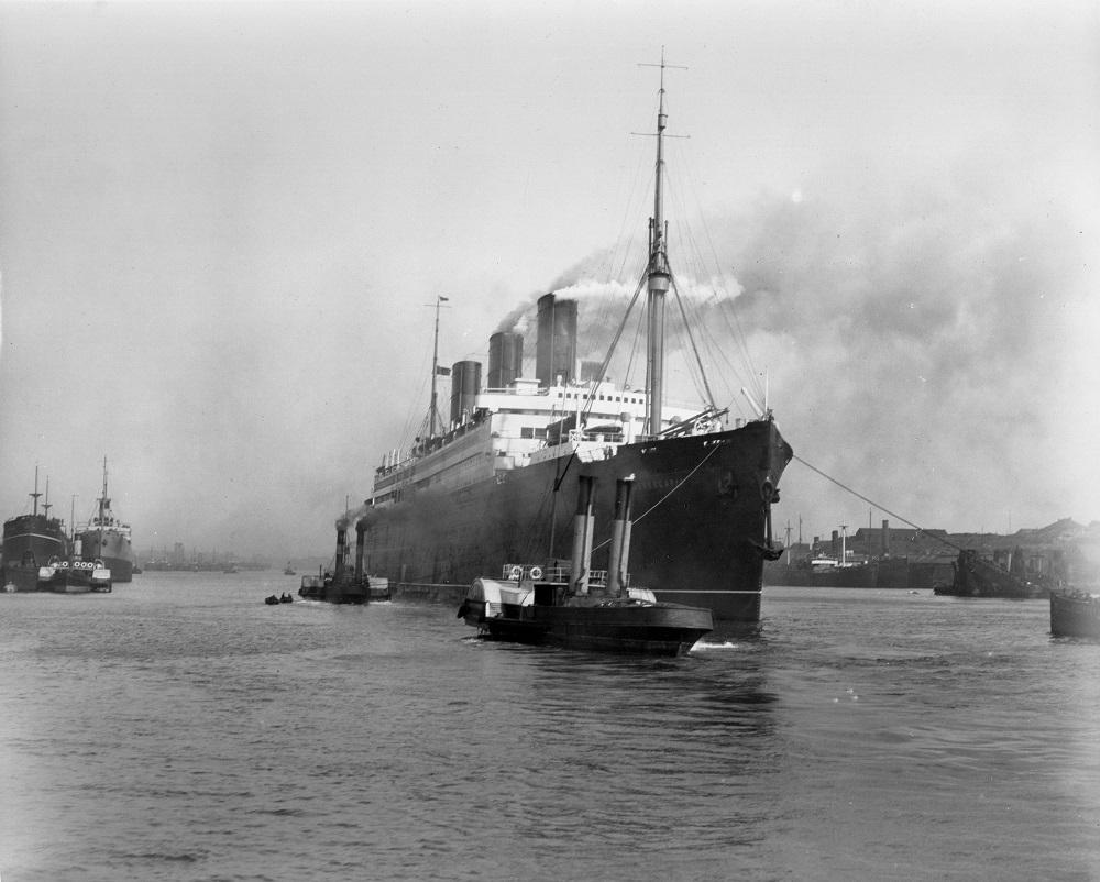Passenger liner 'Berengaria' on the River Tyne