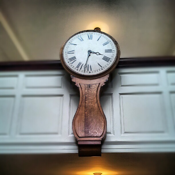 Lovely old clock quietly ticking away...