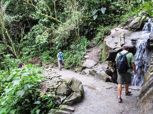 Baños: mais avant de pouvoir découvrir la cascade la plus impressionnante, il faut marcher ;)