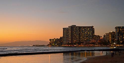 sunset sky clouds hawaii nikon waikiki oahu horizon shoreline honolulu waikikibeach nikond3200 yabbadabbadoo d3200 kuhiobeachpark