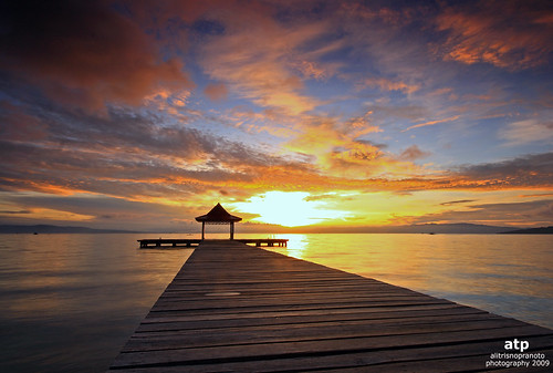 morning light sun sunrise indonesia dawn pier dock icon dramaticsky touristspot ternate malukuutara woodenpier northmaluku dodokuali
