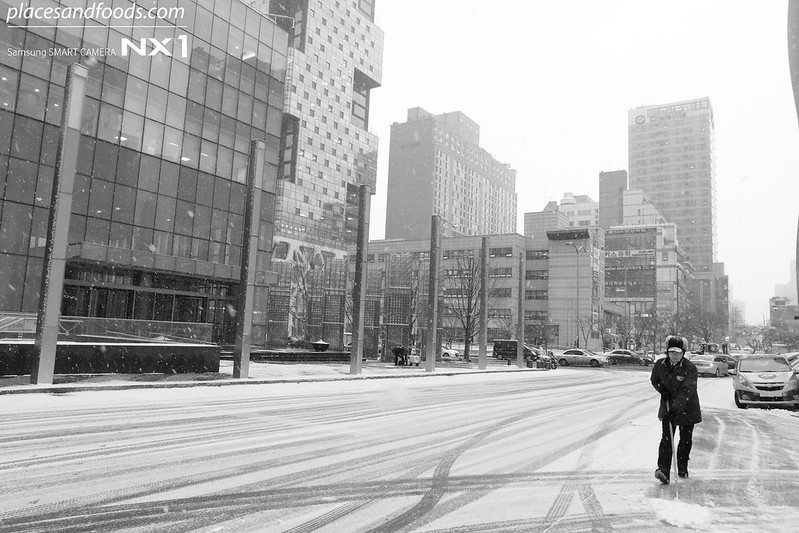 man clearing snow in korea