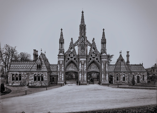 Main Entrance to Green-Wood Cemetery - 1905
